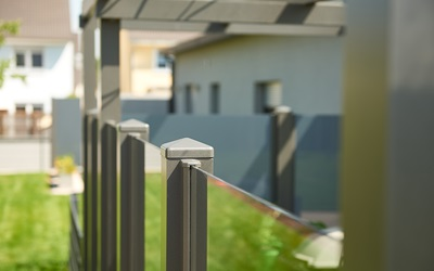Glass fencing with aluminium sections — ZAUNZAR