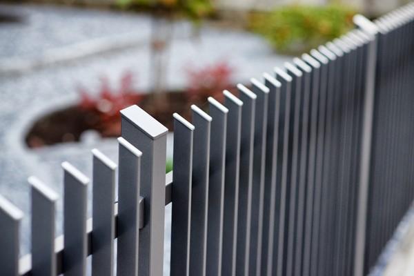 Gartenmobel Tisch Kunststoff : Witterungsbeständige Zäune aus Aluminium — ZAUNZAR